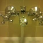 バスルームの蛇口